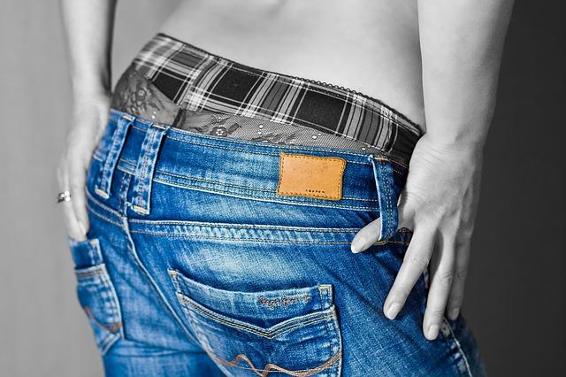 džíny dolů