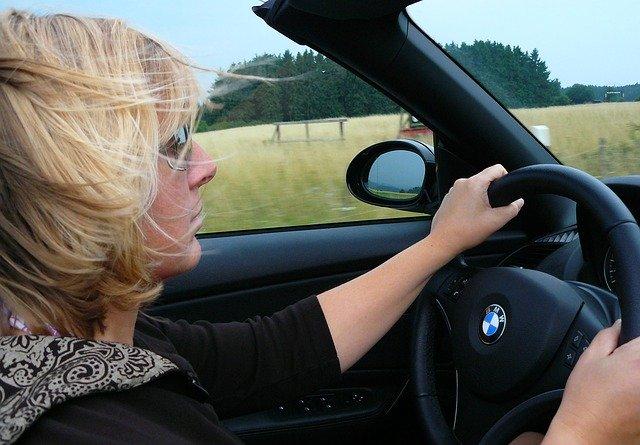 řidička automobilu